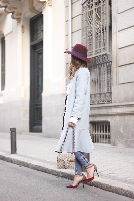 blue coat uterqüe abrigo azul gucci bag burgundy heels winter outfit street style fashion07