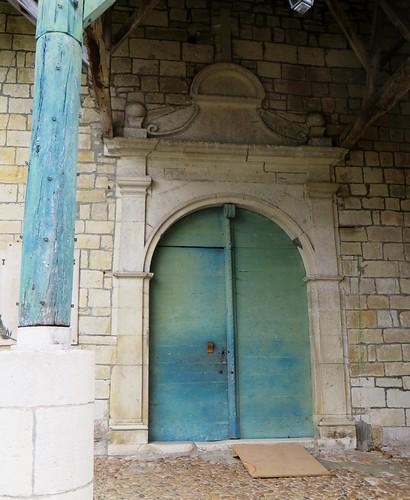 Porche d'entrée (XVIIe), église romane, St Blaise (XIIe-XIIIe), Lacommande, Béarn, Pyrénées-Atlantiques, Nouvelle-Aquitaine, France.