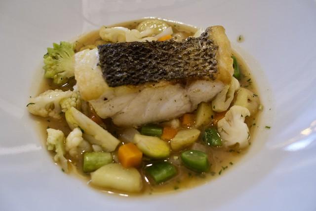 Llobarro amb verdures # Sea bass with vegetables