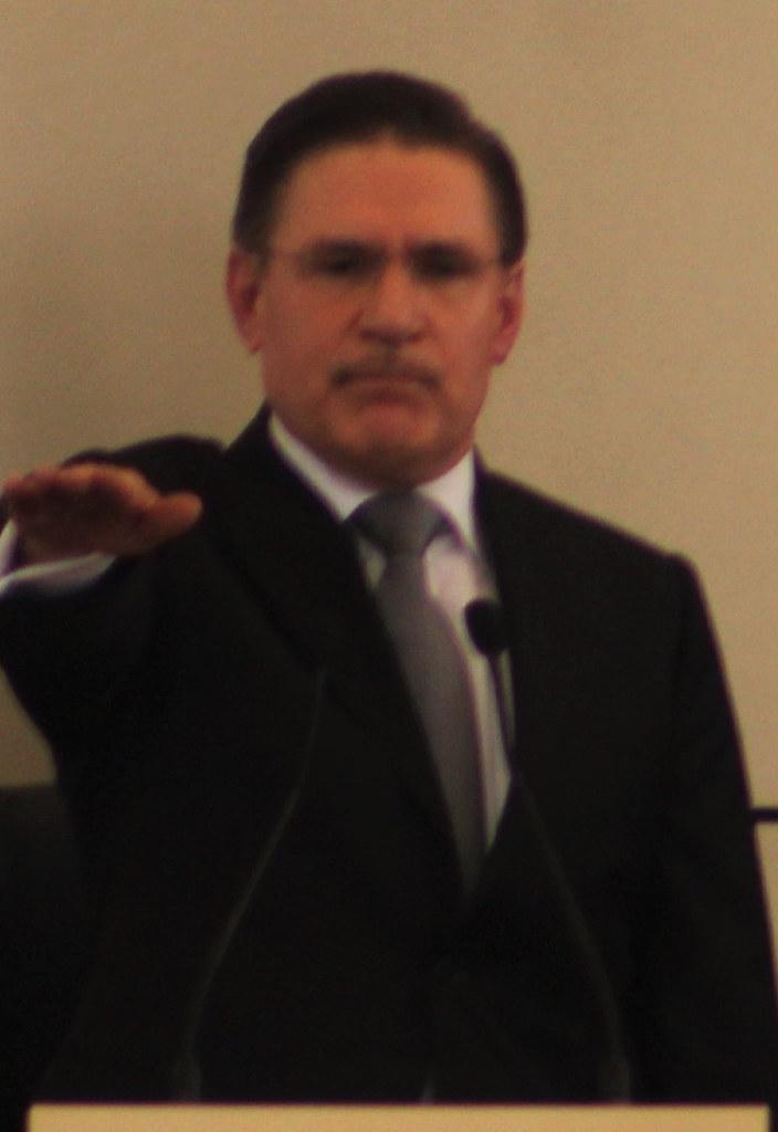 d.- José Aispuro Torres, por razones inconfesables y por cobardía prefirió incumplir sus promesas de campaña y evadir un enfrentamiento con el presidente de la República, Enrique Pe