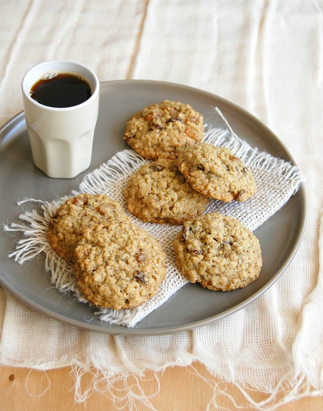 Lemon and raisin oatmeal cookies / Cookies de aveia, limão siciliano e passas