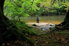 Jeux de pierre dans la rivière (s)2022_tn