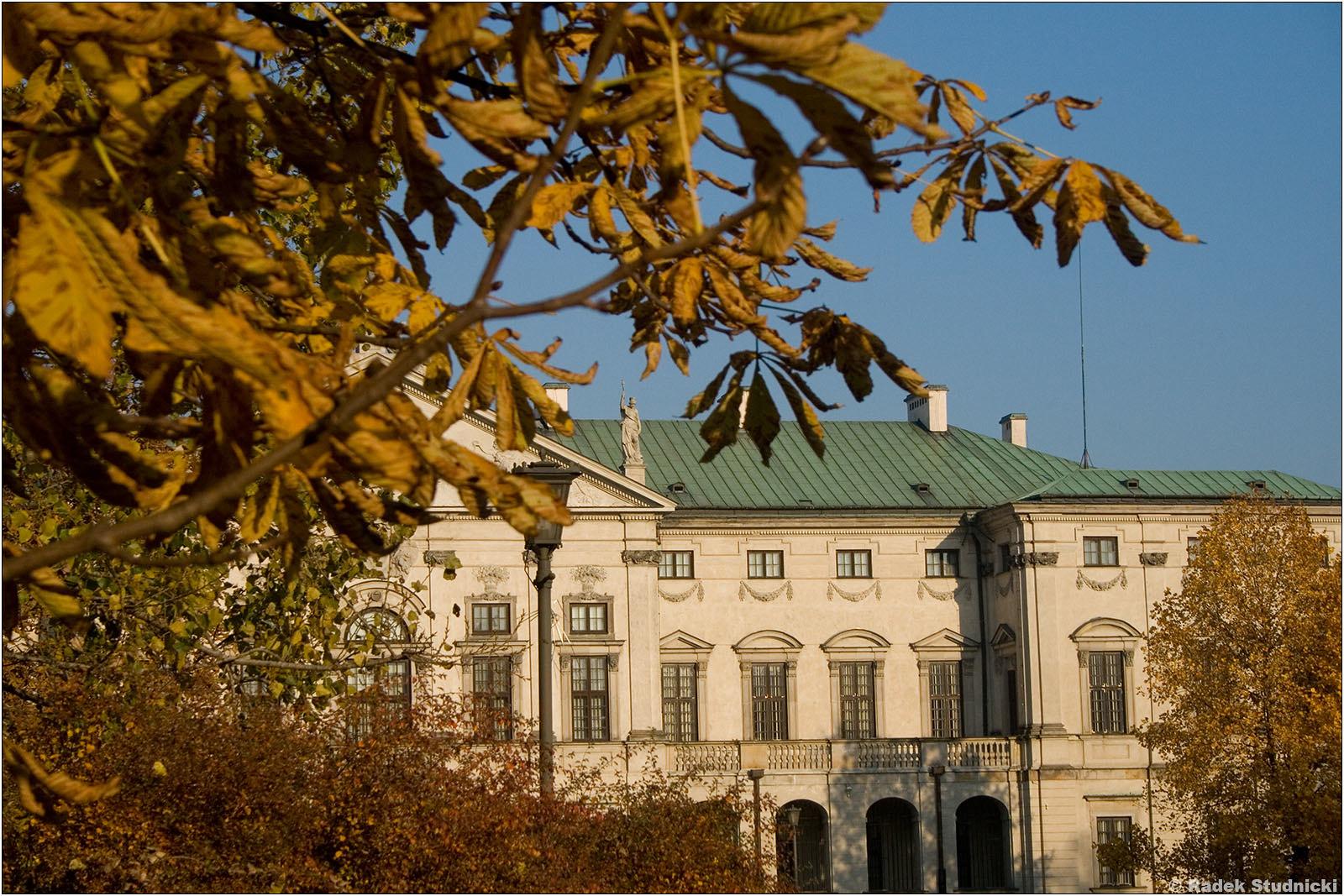 Pałac Krasińskich jesienią