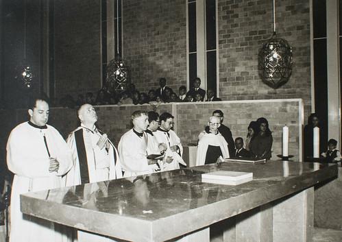25 de marzo de 1965 - Día de la inauguración [10] - Piedra de Sierra Elvira para el altar del Sacrificio.