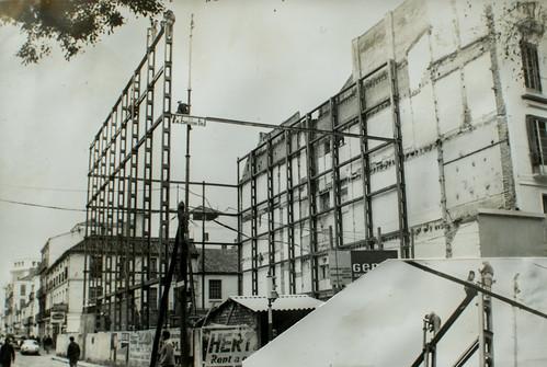 9 de febrero de 1963 [1] - La estructura va creciendo y tomando forma. Los pilares han alcanzado su altura.