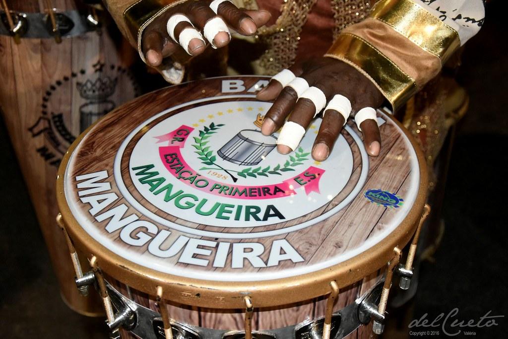 """Mangueira carnaval 2017 - concentração """"O milagre do santo na Bateria da Mangueira"""