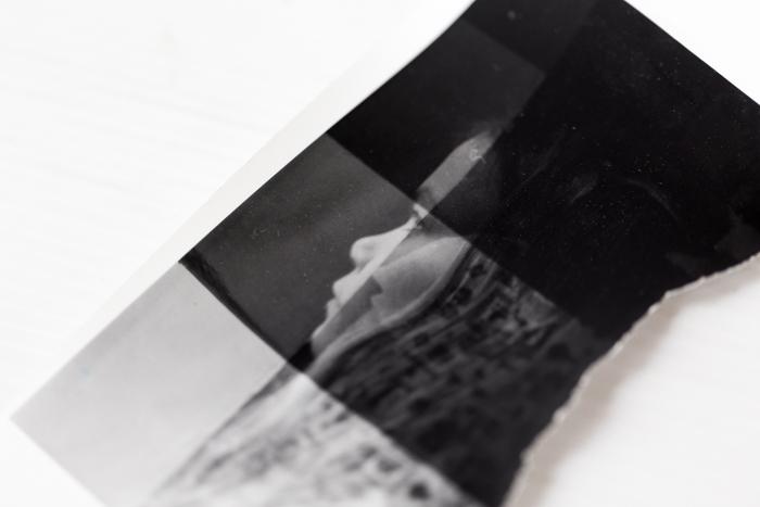 analoginen valokuvaus pimiötyöskentely vedostus valoisuuden määritys kuitupaperi_