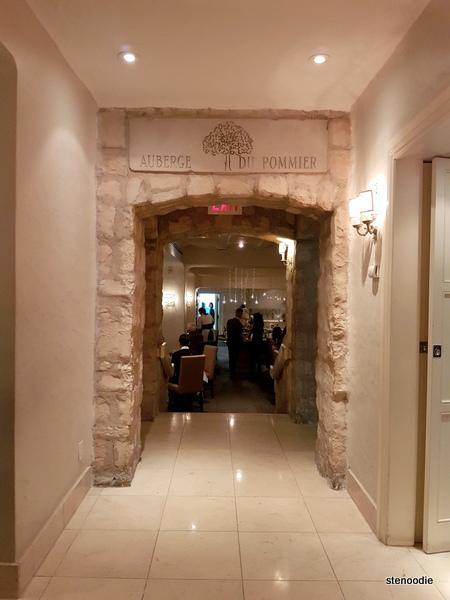 Auberge du Pommier interior