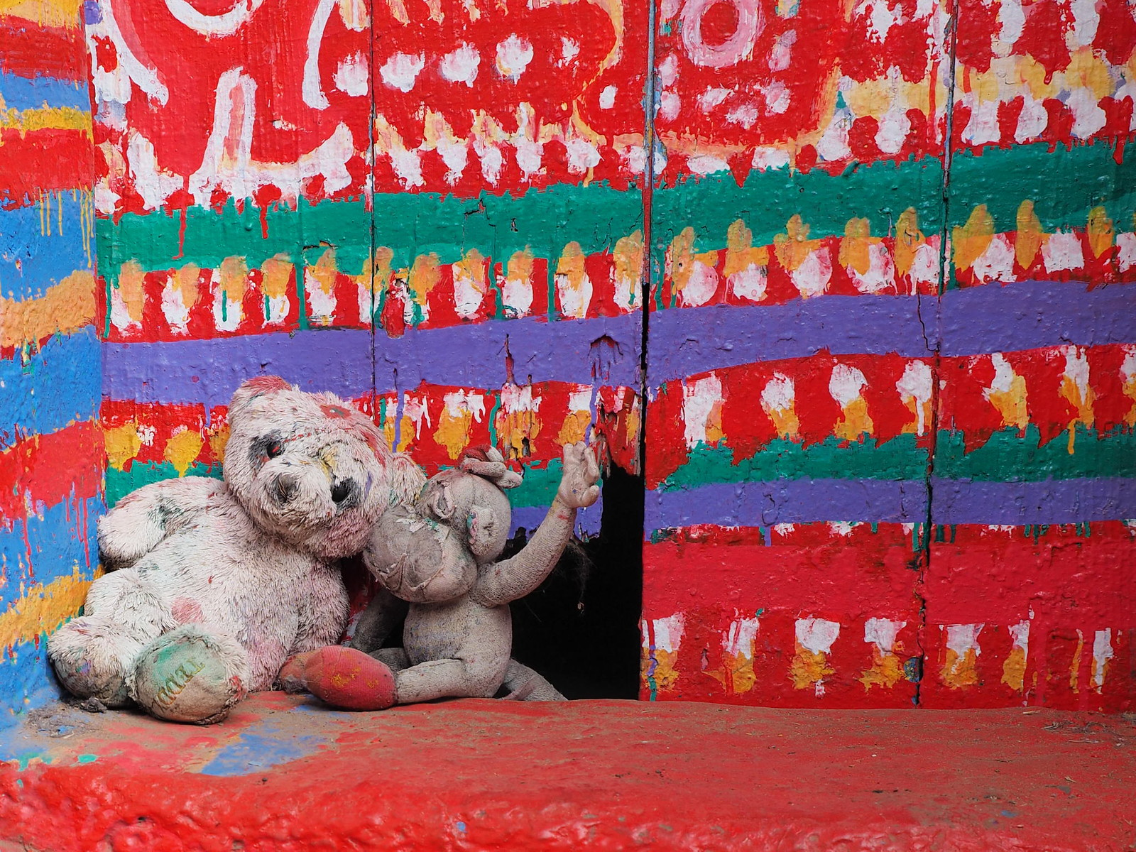 Abandoned dolls at Rainbow Village (彩虹眷村)