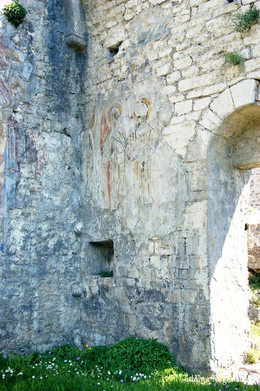 Фрески на стенах церкви