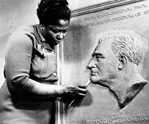 Selma Burke and her Rooselvelt plaque