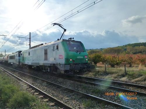 BB 27050  allant vers le sud à Soyons