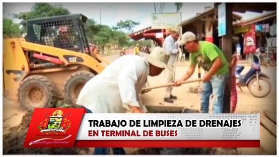 trabajo-de-limpieza-de-drenajes-en-terminal-de-buses