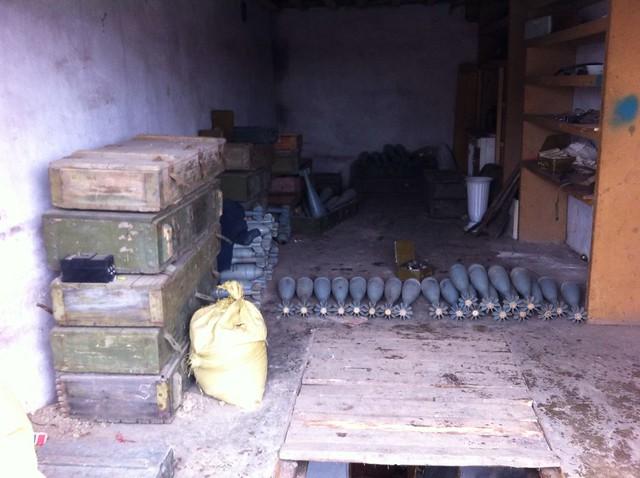СБУ виявила дві схованки з великою кількістю боєприпасів у районі АТО