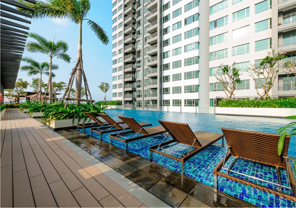 Hồ bơi thư giãn mang phong cách Resort tại dự án Riviera Point - Keppel Land.