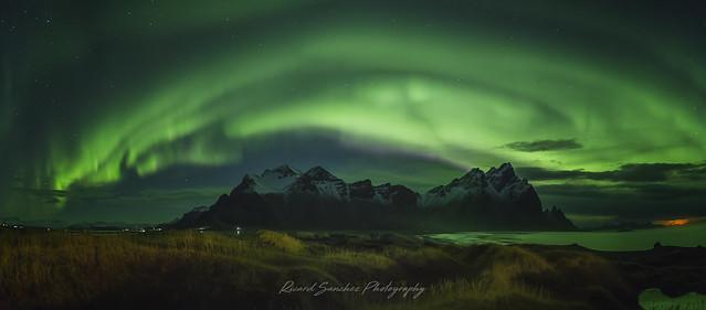 Northern lights on Vestrahorn