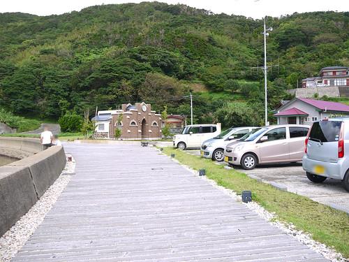 堂崎教会の駐車場から (3) 見えている建物はトイレです