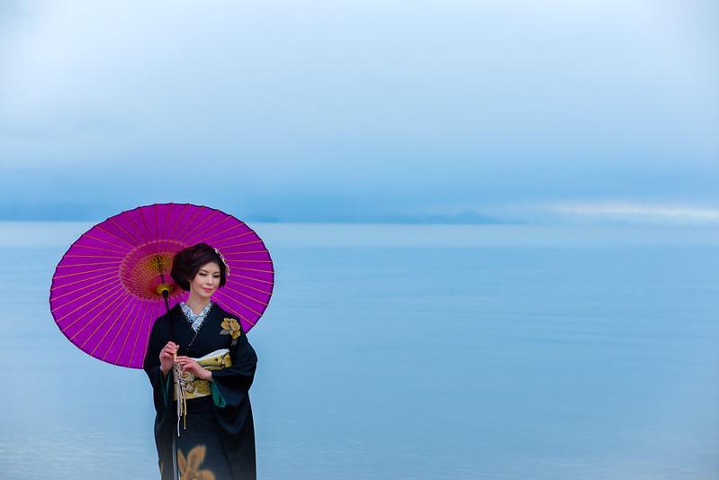 A japanese woman at lakeside