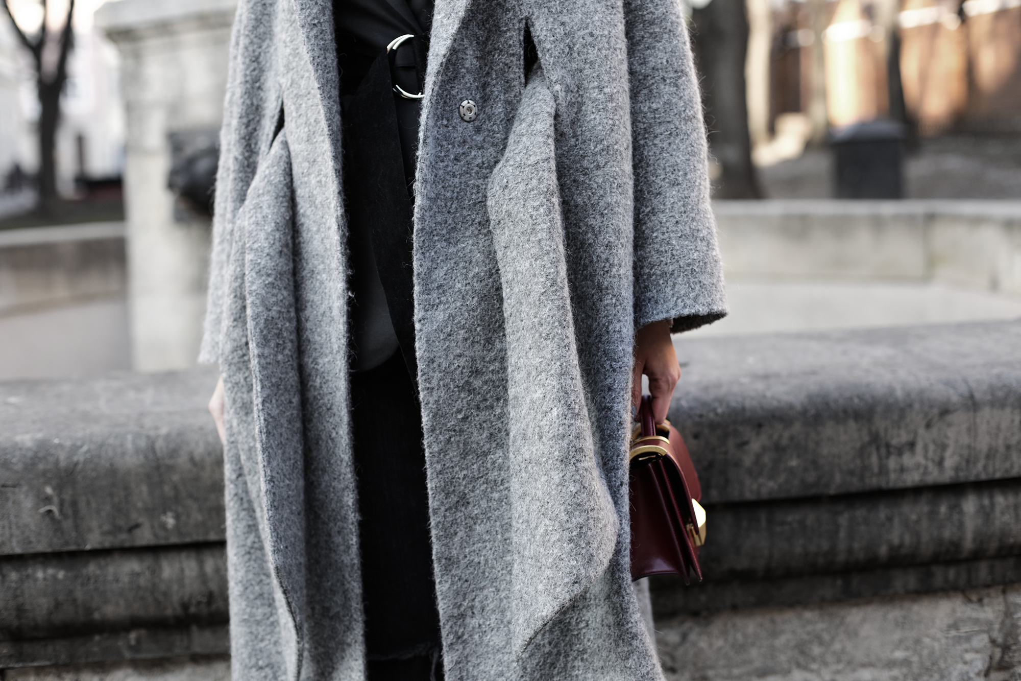 fashion-blogger-grey-coat-street-style