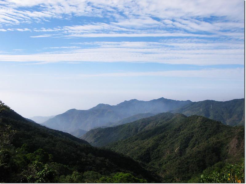 霧里乙產道西北眺南湖呂山西稜