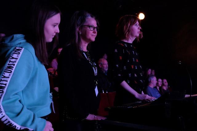 Ljudtekniker Hedvig Solvik längst till höger