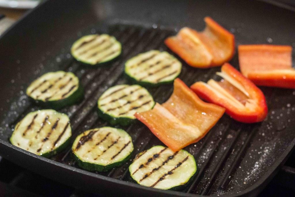 Vegetarburger med grillost og grillede grøntsager (3)
