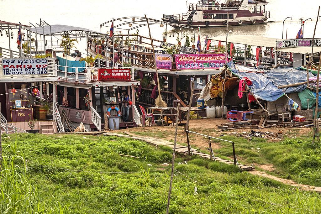 Tour boats--Phnom Penh