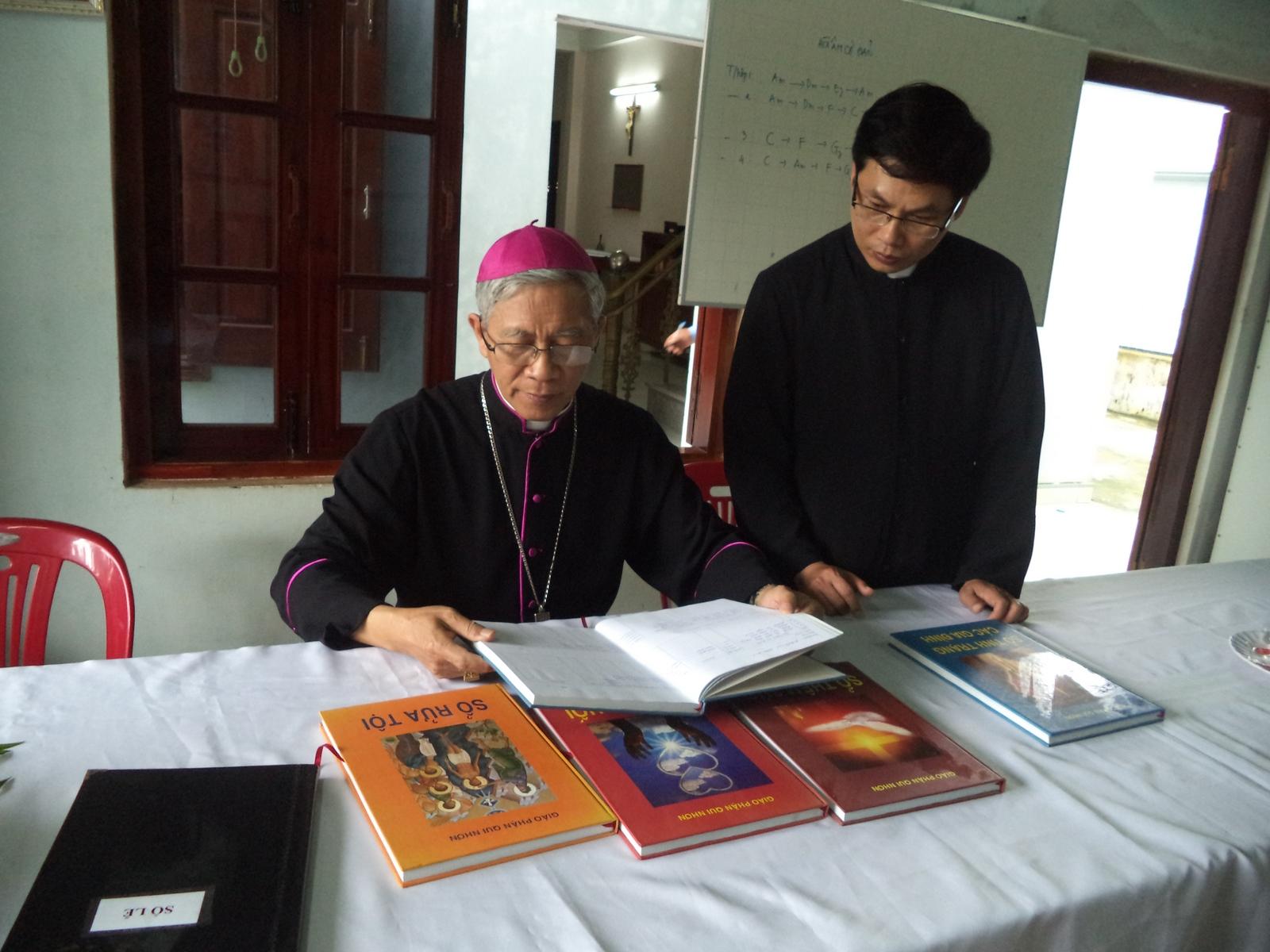 Đức Giám mục Giáo phận Qui nhơn kinh lý giáo xứ Tân quán