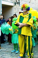 Клоун, сопровождающий шествие