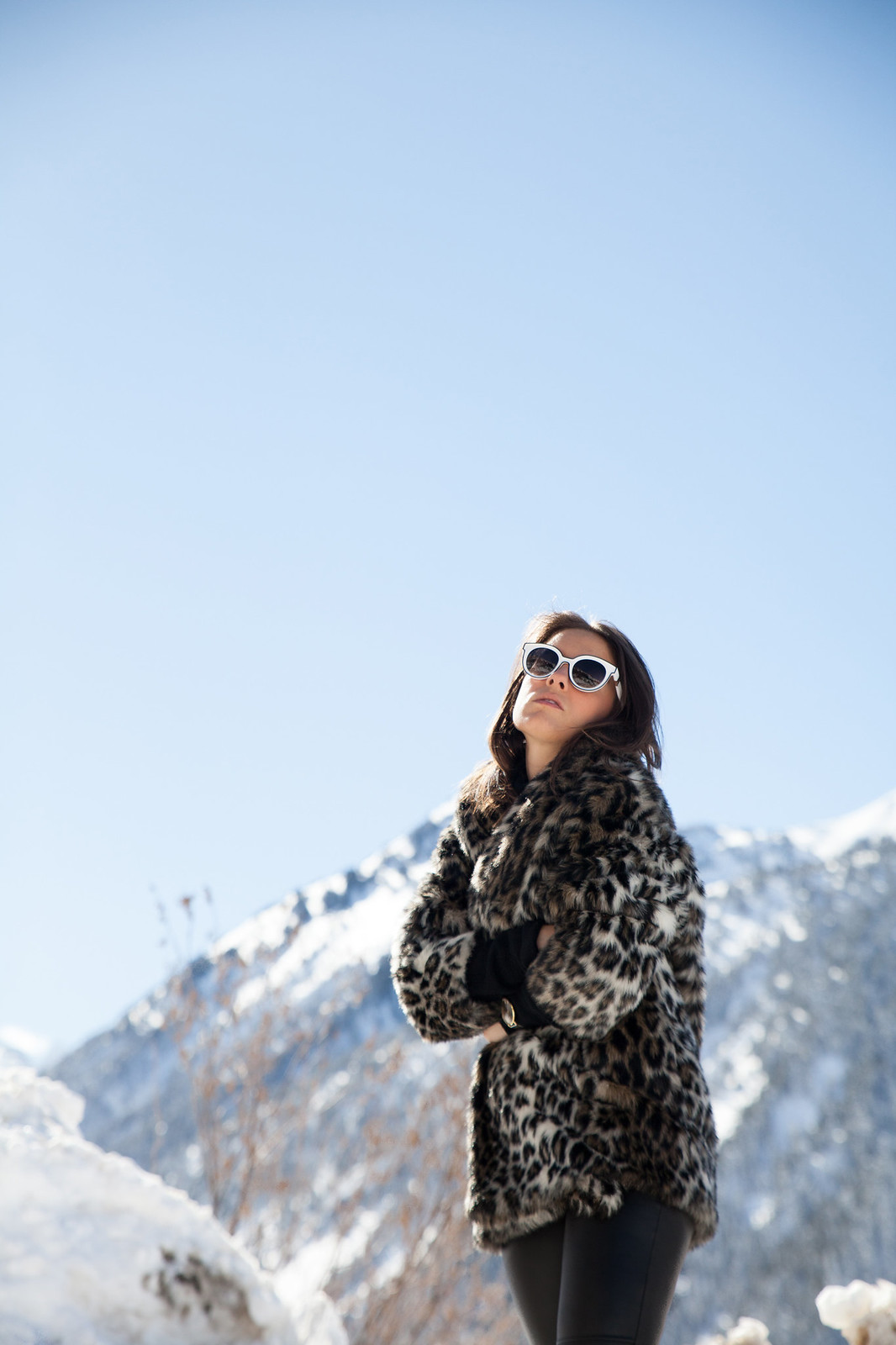 CÓMO COMBINAR LOOK ABRIGO DE LEOPARDO look and chic style snow the guest girl noholita dulceida sincerely jules lovelypepa laura influencer theguestgirl baqueira influencer barcelona look leopard coat faux fur ariviere