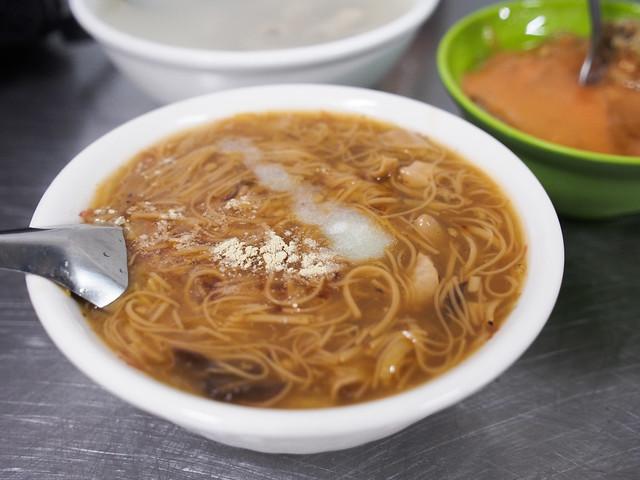 無名肉圓、四神湯、小腸麵線 | 新北鶯歌 -南雅夜市在地小吃