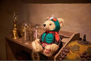 可愛的泰迪被改造成生化「熊」啦!STEIFF x《假面騎士1號》シュタイフ×仮面ライダー聯名「騎士泰迪熊」限定登場!