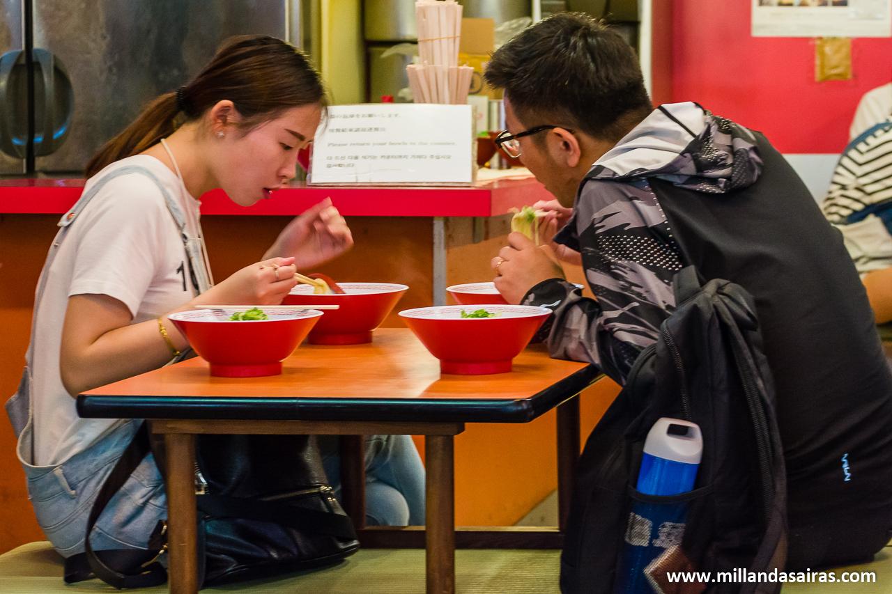 Cenando ramen en Dotonbori