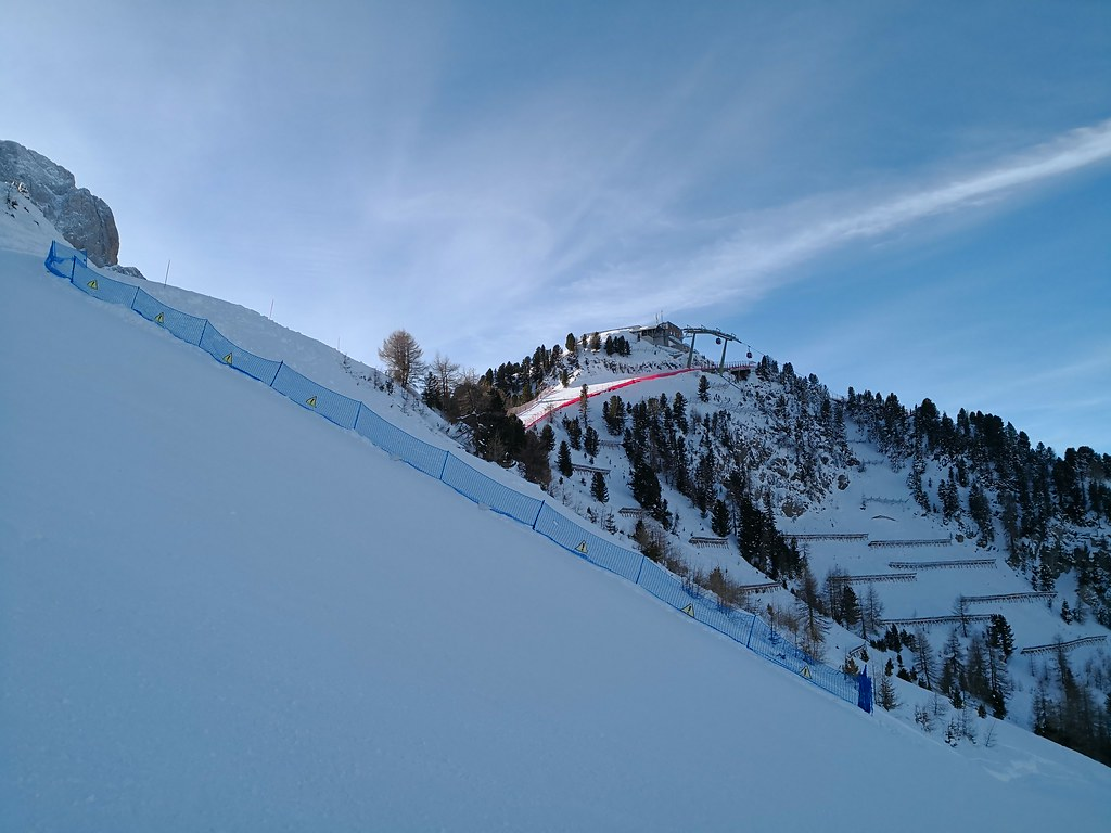 Steep red runs down Ciampinoi