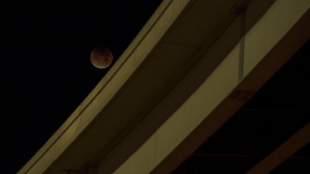 Moon Turning, Nikon D800, Sigma 18-200mm F3.5-6.3 DC OS HSM