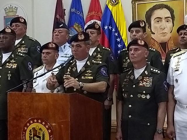 Comandante das Forças Armadas da Venezuela responde EUA e reitera lealdade a Maduro