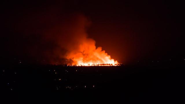 Waldbrand in der Nähe vom Haus