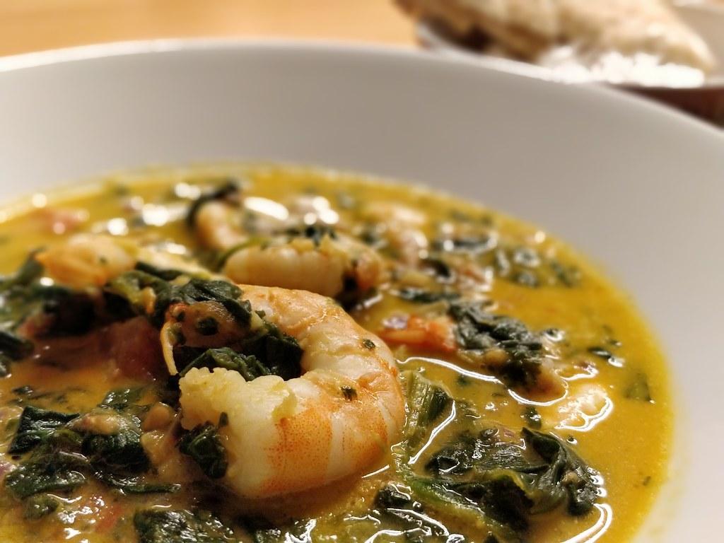 Spinat-Kokos-Curry mit Garnelen