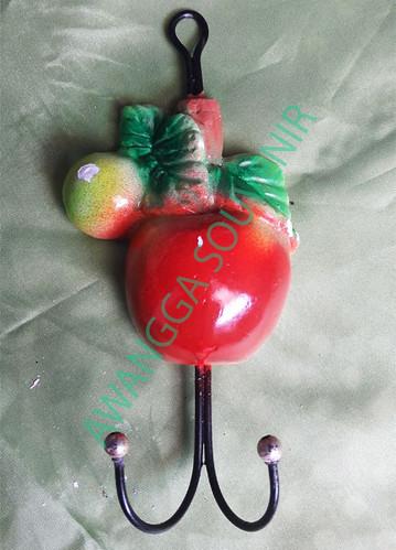 souvenir gypsum ganci tomat kecil