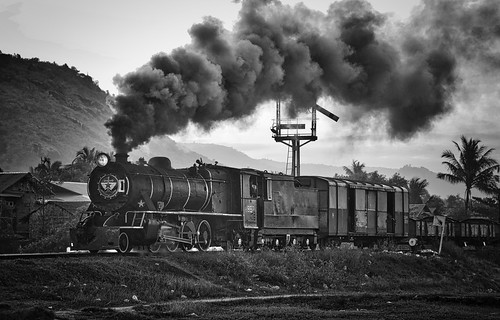 burma myanmar asia blackwhite noiretblanc railway railroad rail train steam engine locomotive gassteam br yd 282 metre narrow gauge trains railways transportation transport farrail 967 zinkyaik mon state semaphore signals signalling january 2018