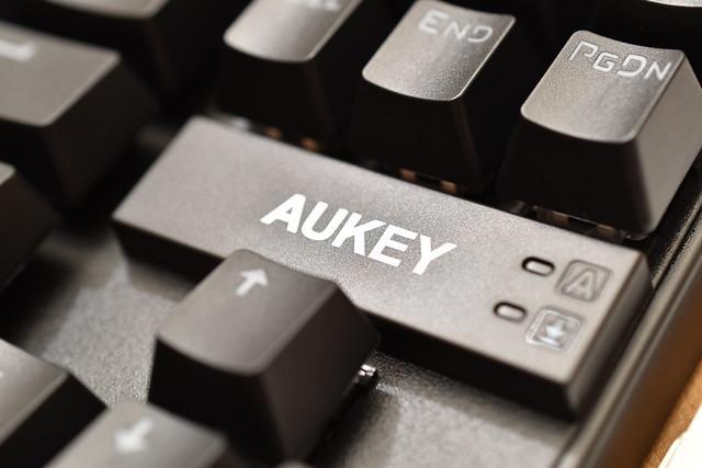 AUKEY_KMG9_7