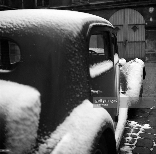citroen-frontwheel-drive-covered-with-snow-paris-march-1_002