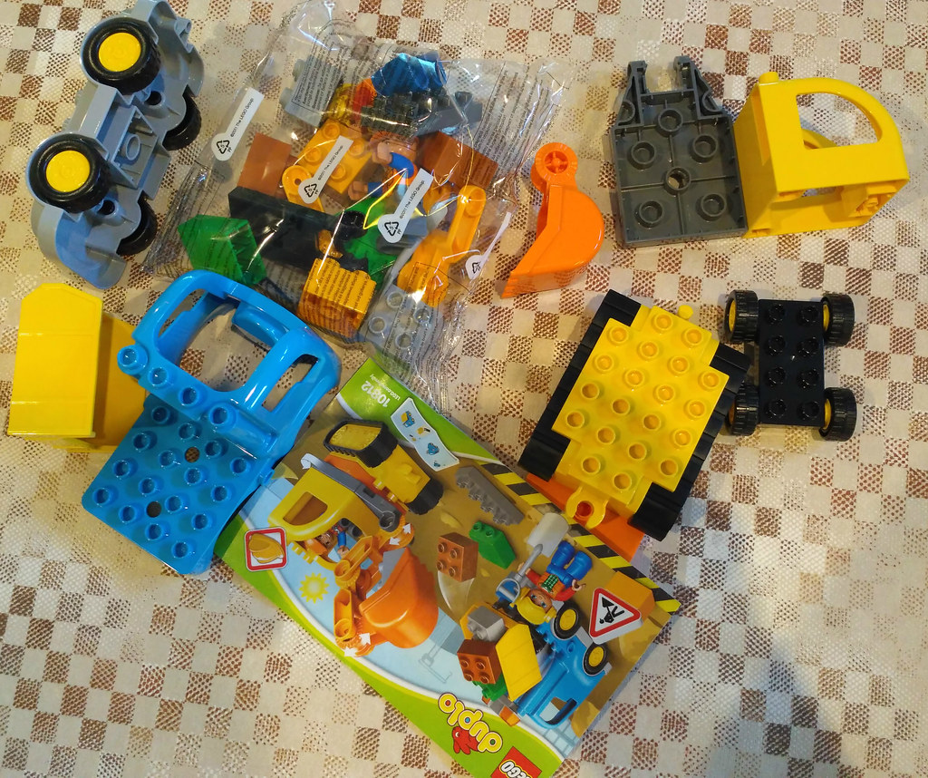 10812 Truck and Tracked Excavator (3)