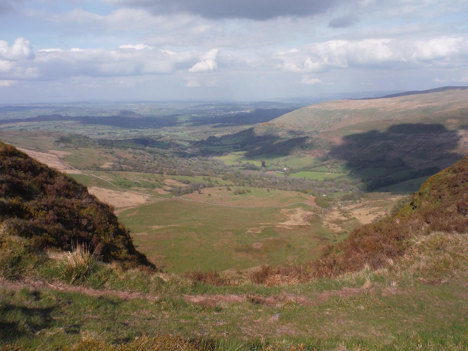 Glyn Tarell towards Brecon, from Craig Cerrig-gleisiad SWC Walk 307 - Fforest Fawr Traverse (Craig y Nos to Llwyn-y-celyn)