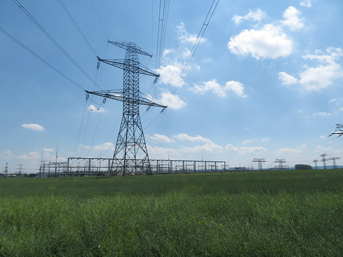 20170601 05 205 Regia Wolken Feld Mast Stromleitungen