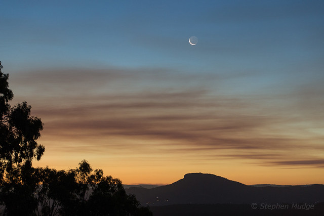 Moon over Mt Ninderry