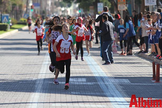 Öğrenciler Atatürk için koştu