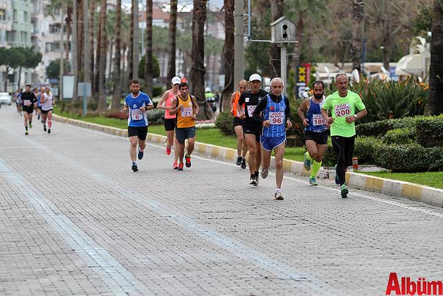 'Atatürk'e Koşalım, Atatürk'le Koşalım' sloganı ile düzenlenen 18. Alanya Atatürk Yarı Maratonu ve Alanya Halk Koşusu -4
