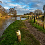 7. Jaanuar 2018 - 10:17 - River Wey towpath at Triggs Lock in Surrey in early morning brief burst of sunlight.