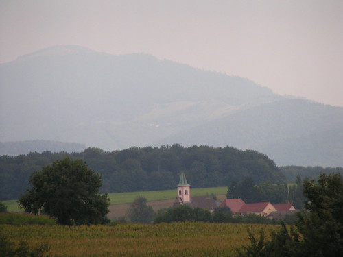 20070830 11557 0706 Jakobus Hügel Nebel Wald Feld Kirche